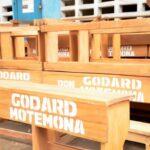 Kinshasa: Godard Motemona remet des bancs à l'institut Saint kizito
